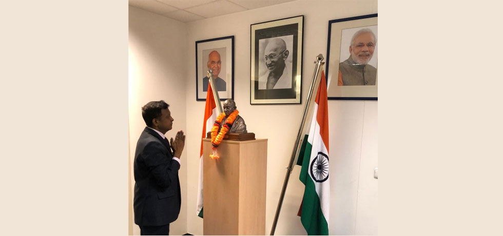 Shri Hemant H. Kotalwar, Ambassador of India to Czech Republic paying tribute to Bapu on the concluding ceremony of Bapu@150 celebrations in Embassy of India, Prague